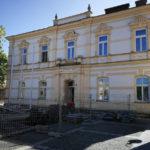 Rekonstrukce domů na Střelniční, frydlatské radnice a Zateplení ZŠ Ibsenova 1