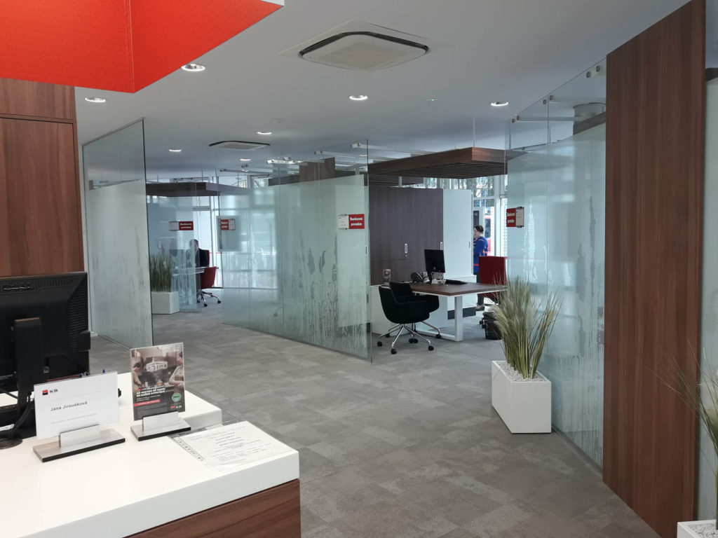 Rekonstrukce pobočky u Komerční Banky 18